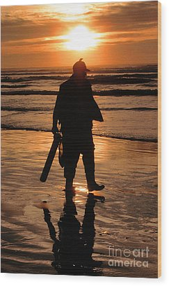 Wood Print featuring the painting Razor Clam Hunter by Larry Keahey