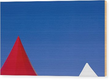 Red And White Triangles Wood Print by Prakash Ghai