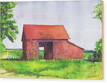 Red Barn Cutchogue Ny Wood Print by Susan Herbst