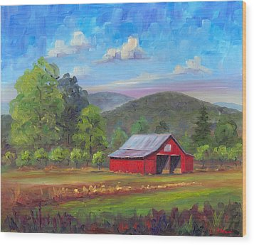 Red Barn In Fruitland Wood Print by Jeff Pittman
