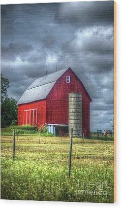 Red Barn Wood Print by Randy Pollard