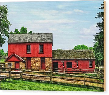 Red Barn With Fence Wood Print by Susan Savad