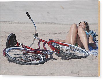 Red Bike On The Beach Wood Print by Rob Hans