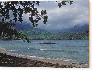 Red Canoe On Hanalei Bay Wood Print by Kathy Yates