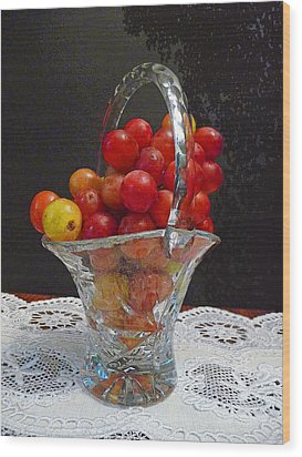 Red Grapes In Crystal And Lace Wood Print by Margie Avellino