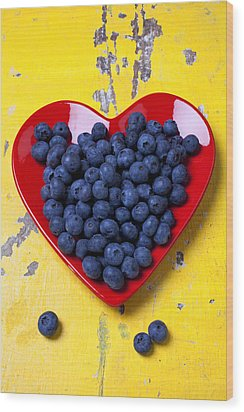 Red Heart Plate With Blueberries Wood Print