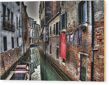 Red In Venice  Wood Print