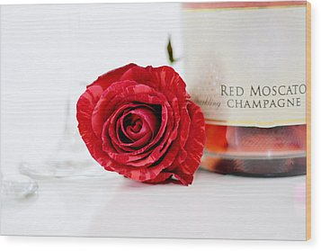 Red Rose With Champagne Wood Print