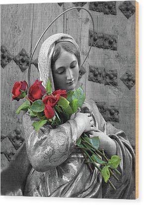 Red Roses Wood Print by Munir Alawi