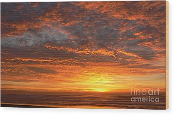 Wood Print featuring the photograph Red Skies At Night by Larry Keahey