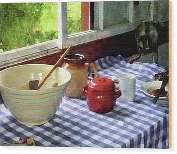 Red Sugar Bowl Wood Print by Susan Savad