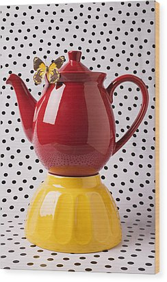 Red Teapot With Butterfly Wood Print by Garry Gay