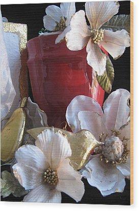 Red Vase Wood Print by Lindie Racz