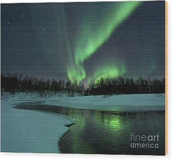 Reflected Aurora Over A Frozen Laksa Wood Print