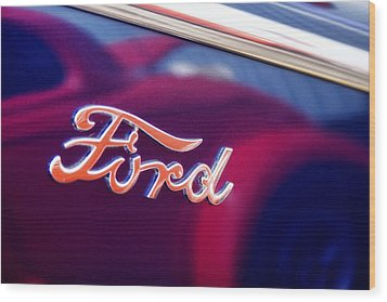 Reflections In An Old Ford Automobile Wood Print by Carol Leigh