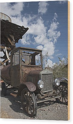 Rest Stop Wood Print by Annette Berglund