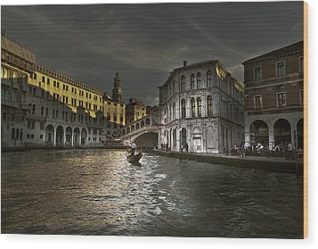 Rialto Bridge Venice Wood Print by John Hix