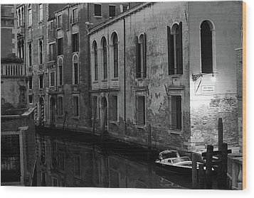 Wood Print featuring the photograph Rio Terra Dei Nomboli, Venice, Italy by Richard Goodrich