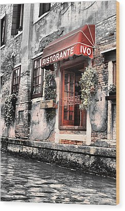 Ristorante On The Canals Wood Print by Greg Sharpe