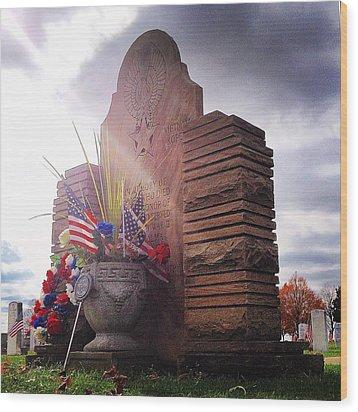 Riverside Cemetery War Memorial Wood Print