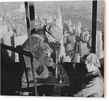 Riveters On The Empire State Building Wood Print