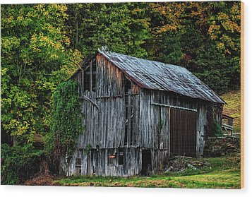 Roadside Barn Wood Print