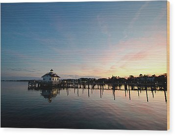 Wood Print featuring the photograph Roanoke Marshes Lighthouse At Dusk by David Sutton