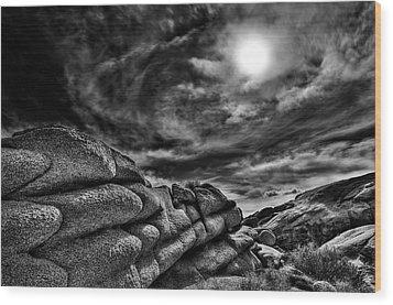 Rock Ledge With Swirling Sky Wood Print by Gary Zuercher
