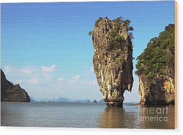 Rock Outcrops In Thailand Wood Print by Charline Xia