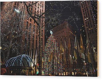 Rockafeller Center At Christmas Wood Print