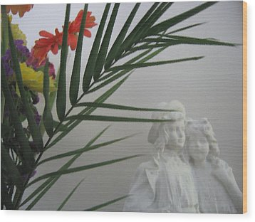 Wood Print featuring the photograph Romeo And Juliet by Maciek Froncisz