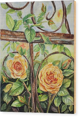 Roses At Garden Fence Wood Print by Patricia Pushaw