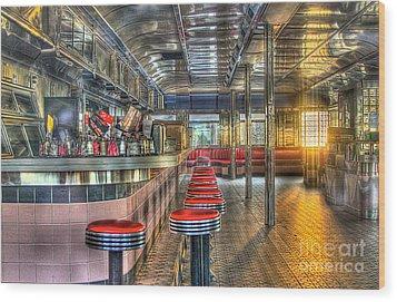 Rosies Diner Wood Print by Robert Pearson