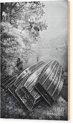 Row Boats On Blue Ridge Parkway Price Lake Bw Wood Print by Dan Carmichael