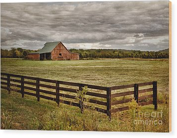 Rural Tennessee Red Barn Wood Print by Cheryl Davis