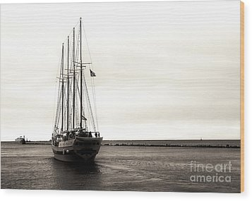 Sailing Lake Michigan Wood Print by John Rizzuto