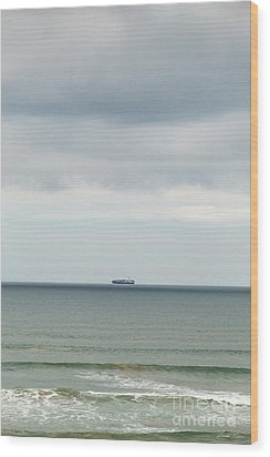 Wood Print featuring the photograph Sailing The Horizon by Linda Lees