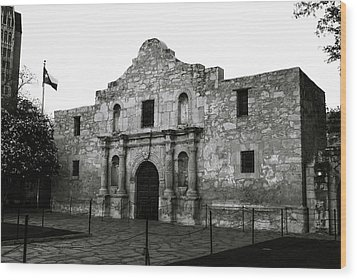 Wood Print featuring the photograph San Antonio Alamo In Black And White by Gregory Ballos