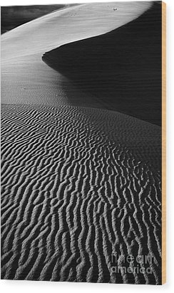 Sand Creation - Black And White Wood Print by Hideaki Sakurai