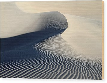 Sand Dunes Patterns In Death Valley Wood Print by Pierre Leclerc Photography