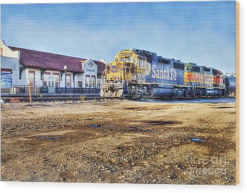 Wood Print featuring the photograph Santa Fe Train In Ardmore by Tamyra Ayles
