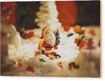 Santa In Town Wood Print by Sun Wu