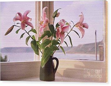 Seaside Lilies Wood Print by Terri Waters