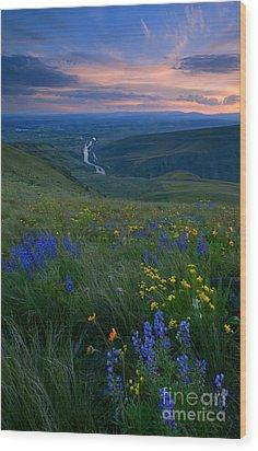 Selah Sunset Wood Print by Mike  Dawson