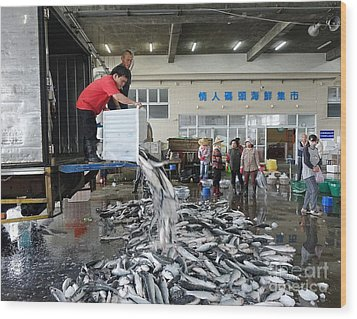 Wood Print featuring the photograph Selling Grey Mullet Fish In Taiwan by Yali Shi