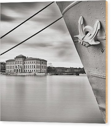 Ship With Anchor In Harbor Wood Print by Peter Levi