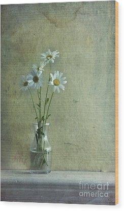 Simply Daisies Wood Print by Priska Wettstein