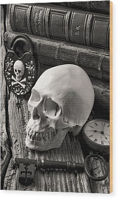 Skull And Skeleton Key Wood Print by Garry Gay