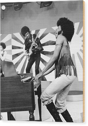 Sly And The Family Stone Performing Wood Print by Everett