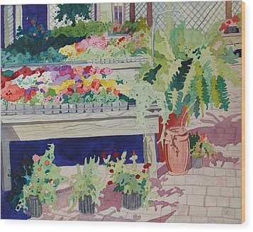 Small Garden Scene Wood Print by Terry Holliday